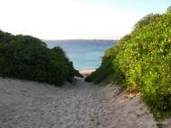 Příchod na pláž Sunajama